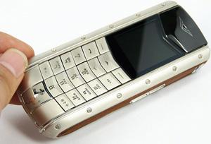 42f48ed9b4d7 Если вы хотите быть владельцем телефонов копии Vertu, то качественные  китайские копии этих телефонов будут роскошью для вас по более доступной  цене.